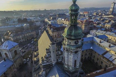 http://ukr.lb.ua/culture/2018/05/04/396434_mistopidruchnik_arhitekturniy.html