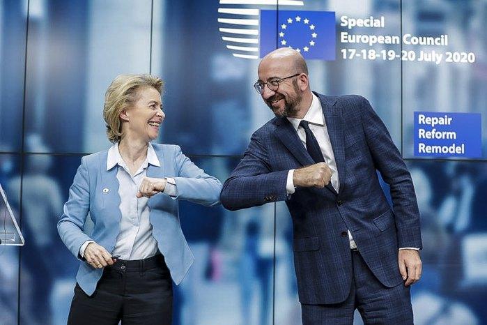 Президент Европейского совета Чарльз Мишель и президент Европейской комиссии Урсула фон дер Лейен во время саммита Европы в Брюсселе, 21 июля 2020