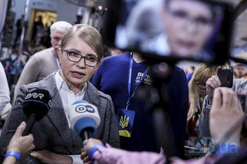 Тимошенко призвала Порошенко и Зеленского не уничтожать честь президентского статуса