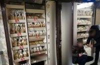 У Києві затримали чоловіка, який проник у магазин і їв там солодощі