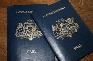 "В Латвии процветает ""бизнес на паспортах"""