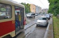 В Киеве на Оболони трамвай переехал пешехода