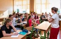 Порошенко: Кожен школяр має вільно володіти українською