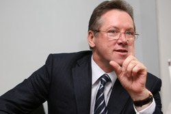 Рада НБУ закликала Азарова шукати компроміс з МВФ