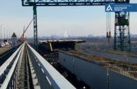 На Запорожских мостах работу ведут круглосуточно и одновременно на 8 объектах
