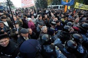 Милиция насчитала две тысячи человек под Кабмином