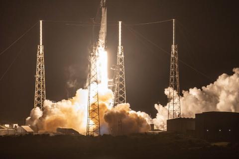 Ракета Falcon9 успешно вывела на орбиту первые 60 спутников глобальной сети Starlink