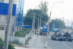 В Краснодоне боевики на танке врезались в троллейбус