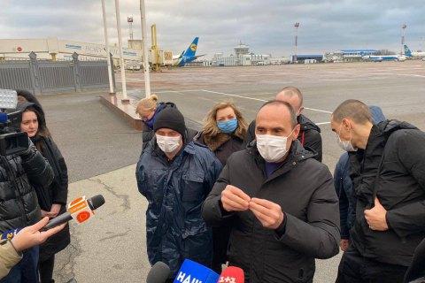 Сльози і обійми: 14 моряків повернулися в Україну після трьох років полону