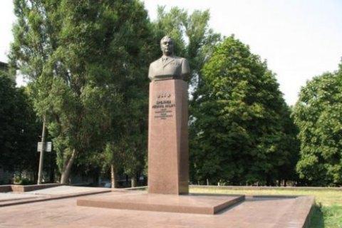 Жители Каменского требуют демонтировать памятник Брежневу