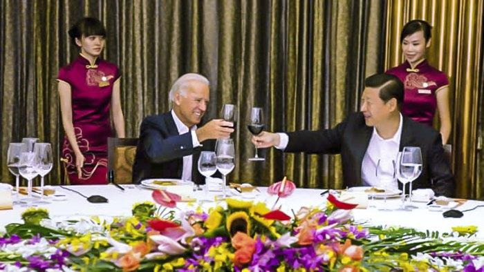 Тогдашние вице-президенты за ужином.