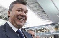 Янукович летит на футбол