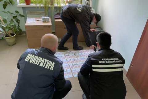 """Директор однієї зі структур """"Нафтогазу"""" попався на хабарі 1 млн гривень"""