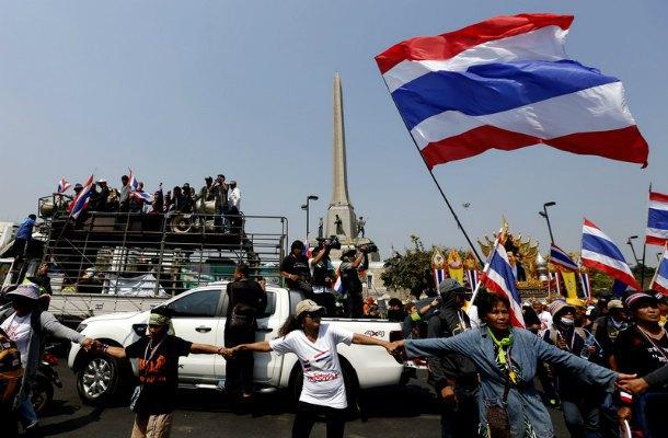 Сторонники тайской оппозиции блокируют избирательные участки