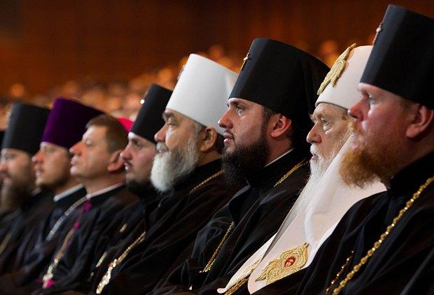 Церковні діячі ставали об'єктом для критики в ЗМІ, тим самим дискредитували і себе, і свою Церкву заодно