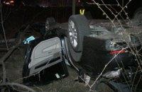 На Столичному шосе у Києві в один мікроавтобус врізалися два автомобілі