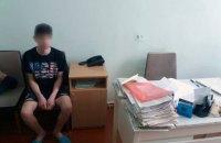 В Харькове пьяные родители выгнали подростка босым в подъезд