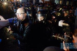 Яценюк: силовой сценарий все еще в повестке дня