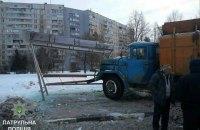 В Харькове мусоровоз врезался в остановку