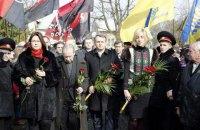 Во Львове почтили память убитого в этот день Романа Шухевича