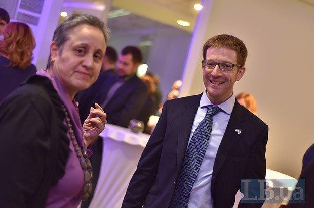 Карен Роббли - советник по впоросам прессы, образования и культуры посольства США, Джеффри Энисман - пресс-атташе посольства США