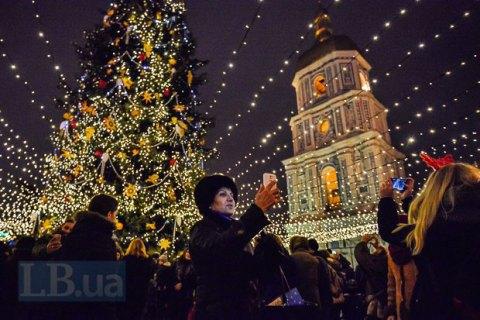 100 тисяч осіб зустріли Новий рік на Софійській площі в Києві