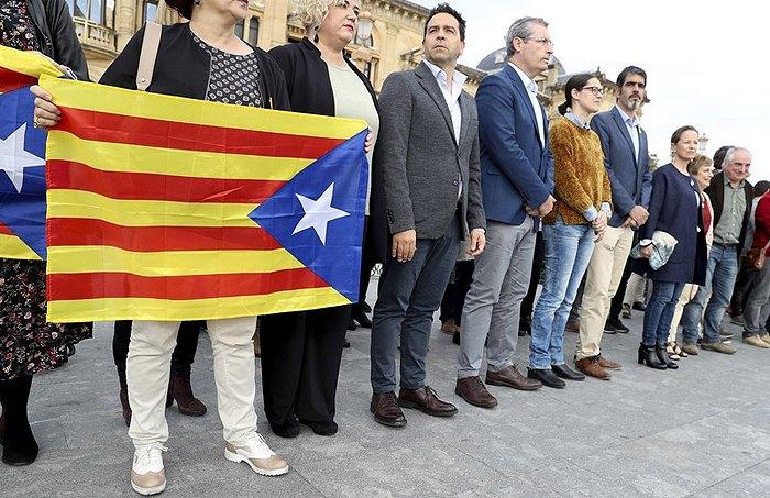 Акция в поддержку задержанных каталонских политиков, Сан-Себастьян, Страна Басков, Испания, 03 ноября 2017.