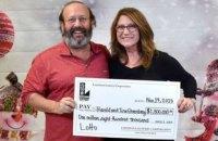 У США подружжя знайшло лотерейний квиток на $1,8 млн під час прибирання