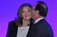 У Франції три журнали оштрафували за фотографії дружини Олланда в купальнику