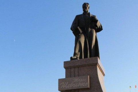 Жительница Севастополя начала сбор подписей за снос памятника Шевченко