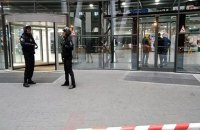 Райффайзенбанк эвакуировал все офисы в России из-за звонка о минировании