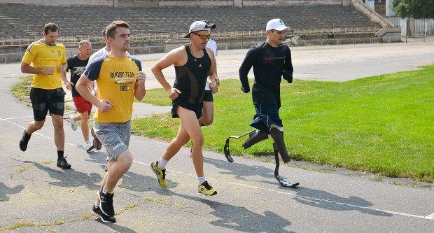 Вадим Свириденко (попереду) тренується до марафону
