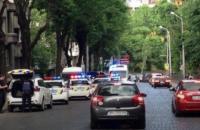 Во Львове участник ДТП ударил ножом в живот патрульную полицейскую