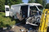 На Дніпропетровщині в ДТП загинули дві людини, восьмеро отримали поранення