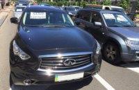 Владельцы киосков на дорогих машинах заблокировали движение по Крещатику (добавлены фото)
