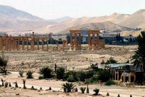 Боевики ИГ взорвали в Пальмире три древние колонны с привязанными к ним людьми