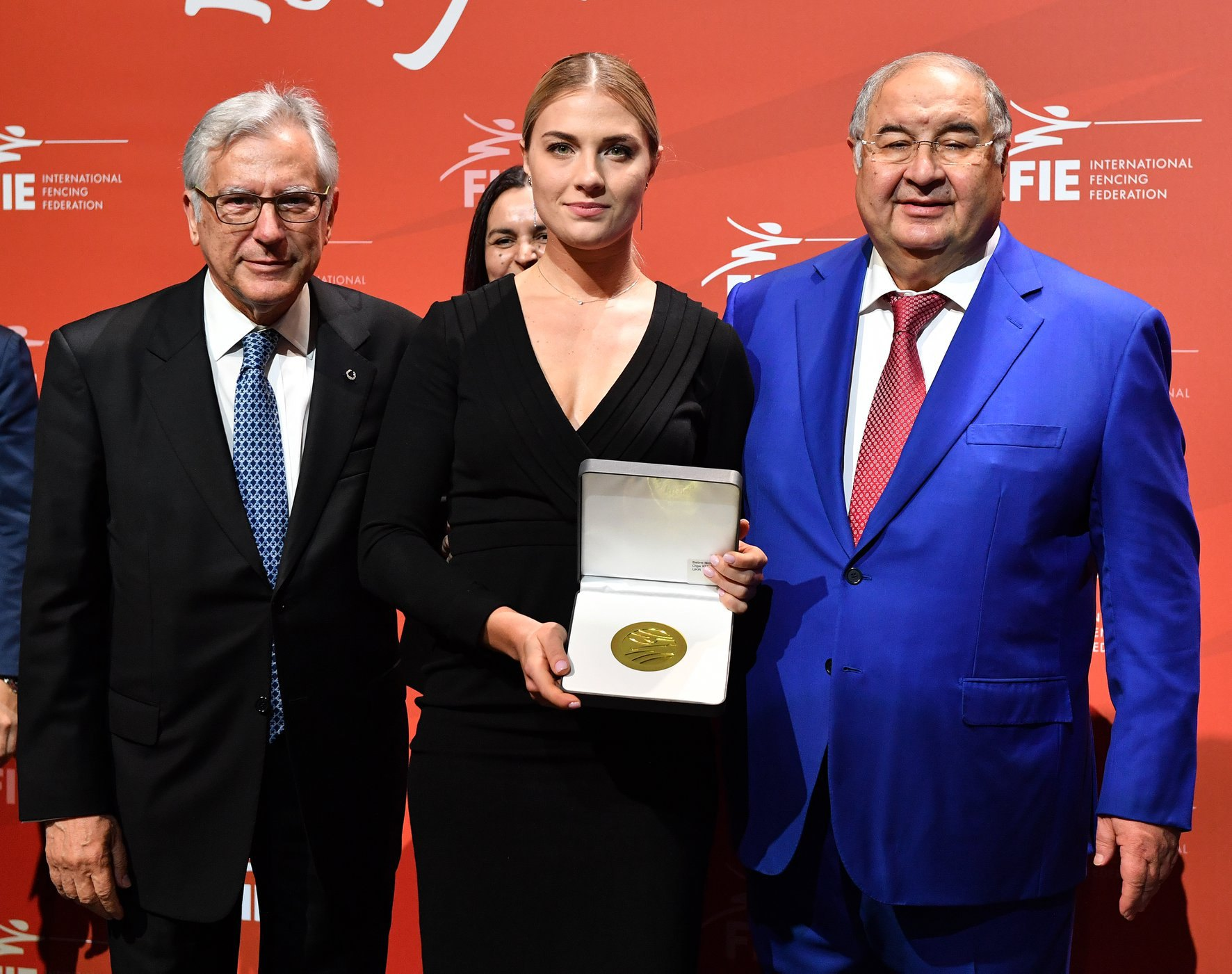Ольга Харлан с президентом мировой федерации Алишером Усмановым (справа)