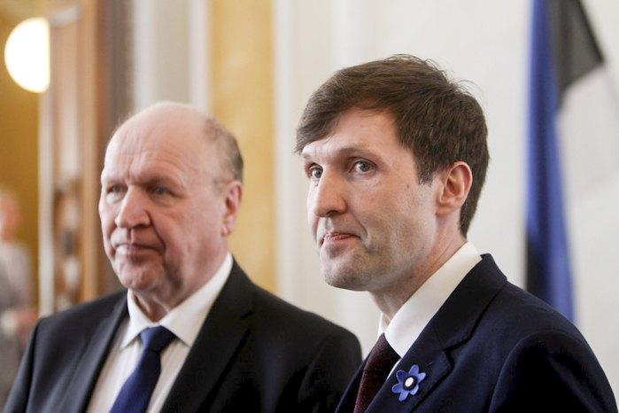 Міністр внутрішніх справ Естонії Март Хельме (зліва) та міністр фінансів Мартін Хельме під час церемонії присяги уряду в парламенті, Таллінн, 29 квітня 2019 р.