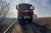 У Луганській області продовжується гасіння трьох осередків пожеж у двох районах