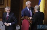 Азаров запретил свозить педагогов на митинги