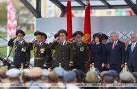 Лукашенко призвал не осуждать Беларусь за проведение парада 9 мая