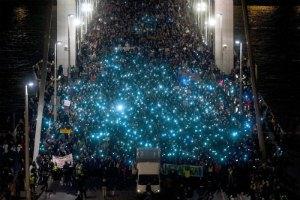 Тисячі угорців вийшли на протест проти зближення з Росією