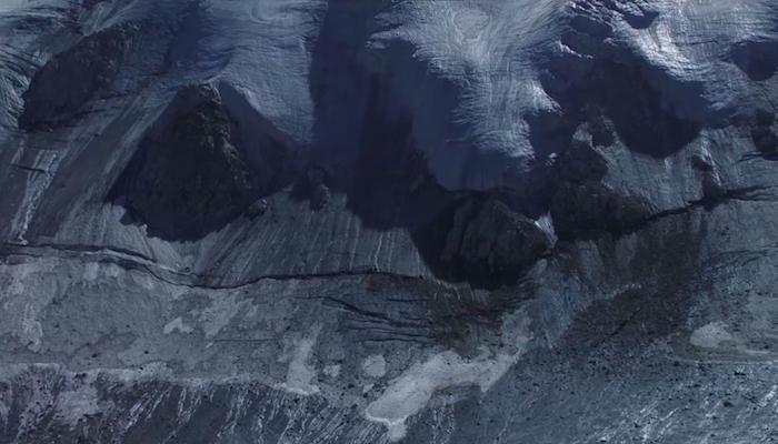 """Кадр из фильма """"Женщина и ледник"""""""