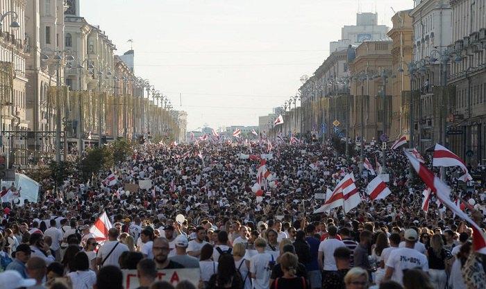 Самый крупный протест за всю историю Беларуси. на улицах Минска сотни тысяч людей