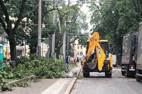 В Україні сьогодні – сильні зливи, грози і град