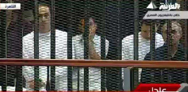 Аля(второй справа) и Гамаль(слева) Мубараки