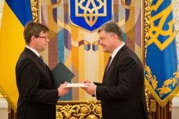 В Украине приступили к работе 12 новых послов