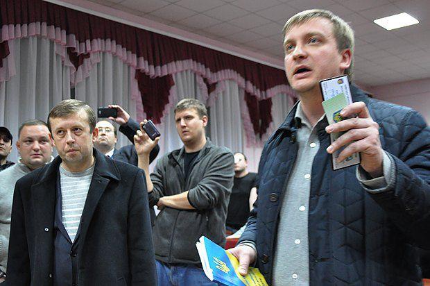 Нардеп Виктор Олейник (слева)