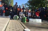 Сотрудники завода Коломойского вышли на пикет к Приватбанку