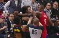 У матчі чемпіонату НБА центрові влаштували між собою бійку